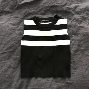Tops - Chic modern crop top Fits US 4